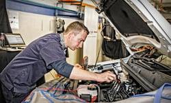 automotive-technician-800x480